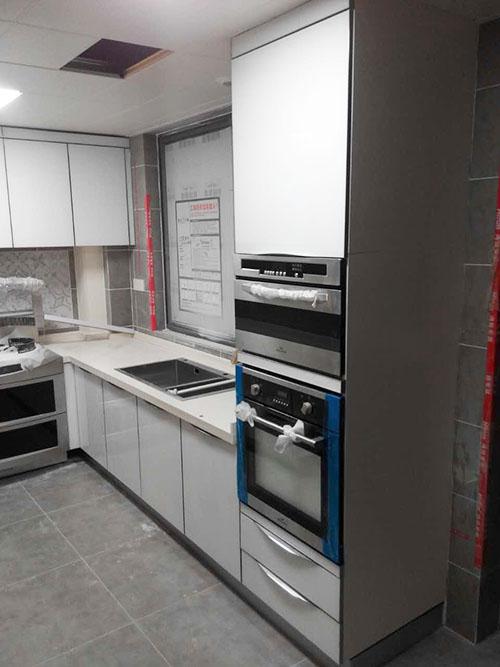 金属质感的现代厨房——博林金谷彩晶橱柜