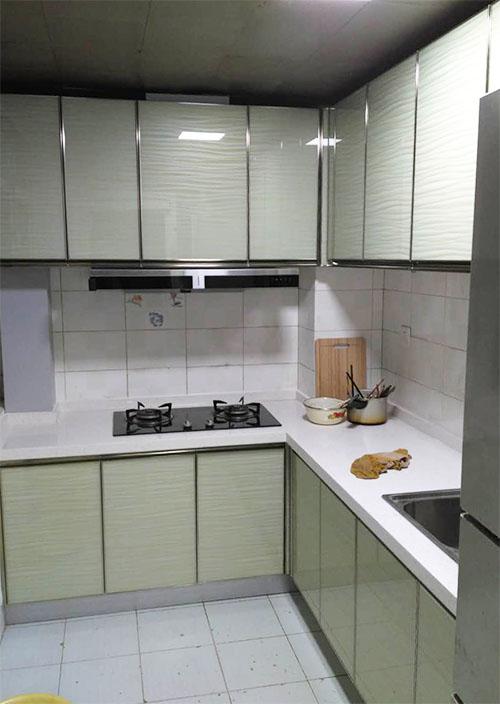 厨房改造选什么材质最好——名都花园晶钢橱柜案例