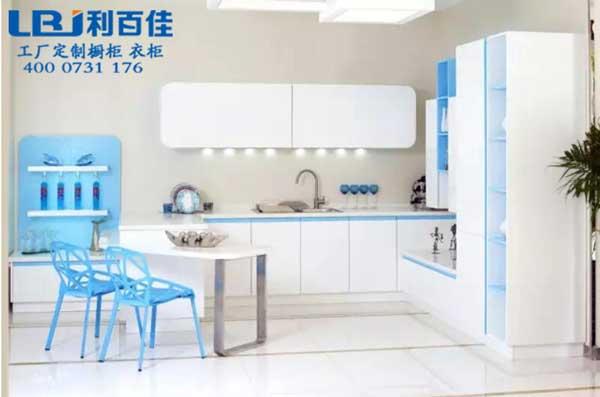 演绎快乐厨房 五款整体橱柜设计欣赏