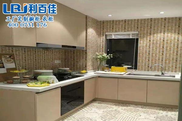厨房橱柜设计 小厨房变出大空间 小伙伴们都惊呆了