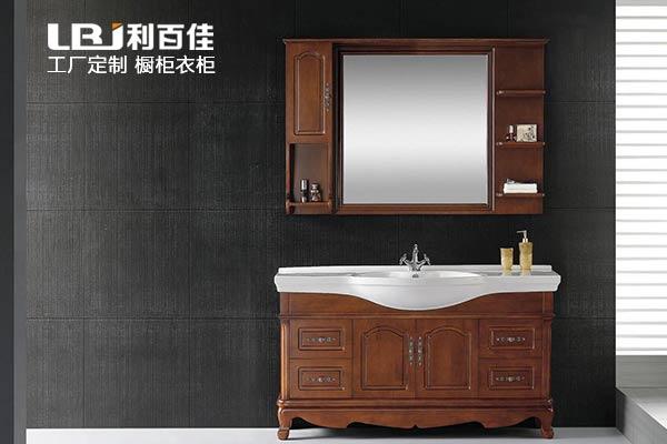 整体卫浴柜定制PK木工打造卫浴柜,谁能赢?