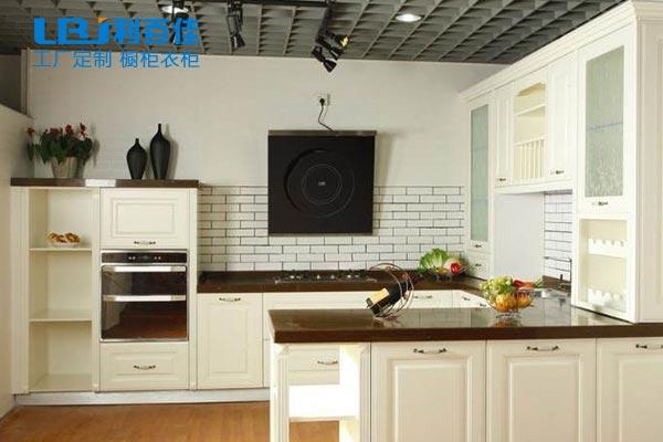 U型整体橱柜拥有这些特点,很适合你家厨房!