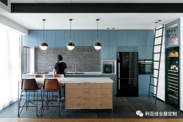 惊艳的蓝色系厨房设计图,利百佳帮你收藏了