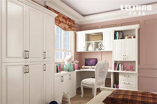 衣柜和飘窗整体定制,既好看又省空间