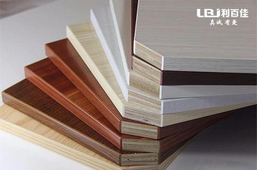 为什么定制衣柜选择多层实木板,这里有四个理由
