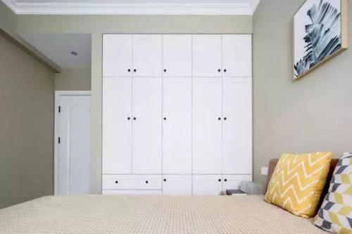 整体定制衣柜时,柜门颜色都有何推荐?
