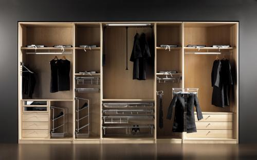 选择整体定制衣柜时,要不要试试开放式衣柜?